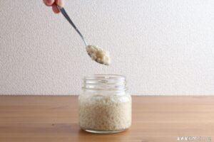 塩麹を発酵させます。