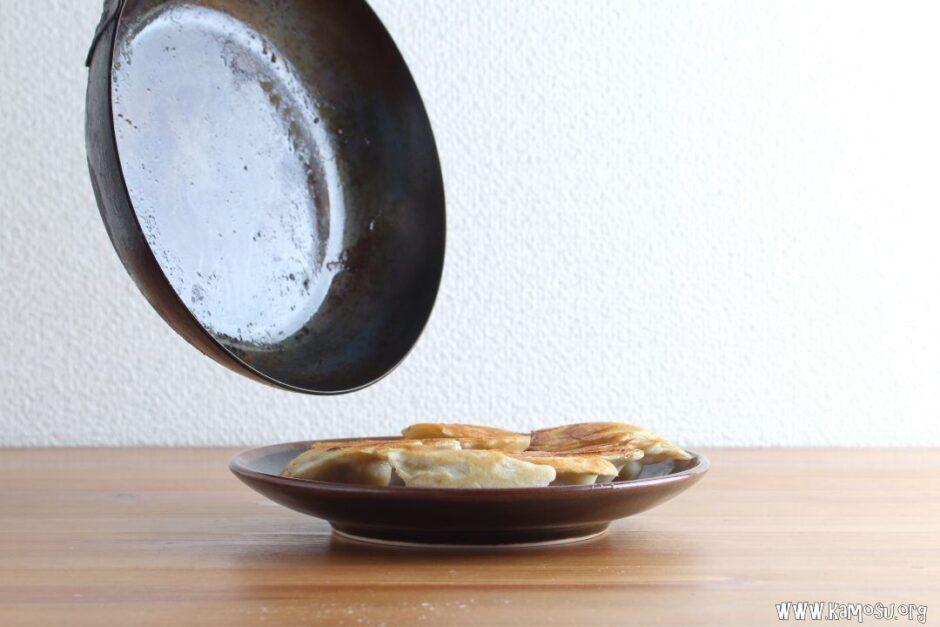 鉄フライパンを使った餃子の焼き方は?