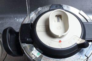 圧力鍋で作るとむきやすくなる理由は?